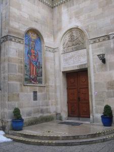 Intrarea în biserica apostolică armeană Sfânta Hripsime